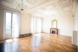 Appartement Paris 17e &bull; <span class='offer-area-number'>180</span> m² environ &bull; <span class='offer-rooms-number'>5</span> pièces