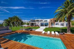 Maison Cannes &bull; <span class='offer-area-number'>700</span> m² environ &bull; <span class='offer-rooms-number'>7</span> pièces