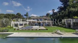 Maison Cannes &bull; <span class='offer-area-number'>450</span> m² environ &bull; <span class='offer-rooms-number'>7</span> pièces