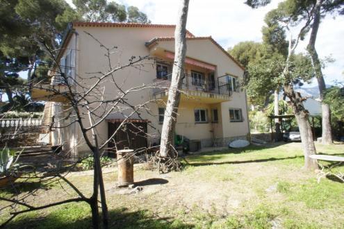 Вилла класса люкс на продажу  Рокбрюн-Кап-Мартен, 230 м², 3 Спальни