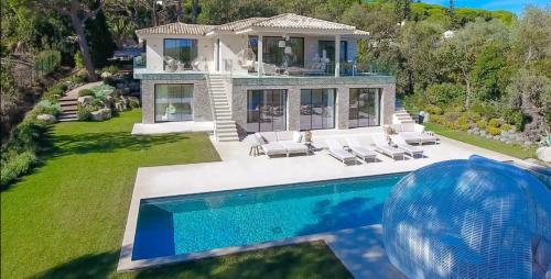Вилла класса люкс на продажу  Раматуель, 500 м², 7 Спальни, 9900000€