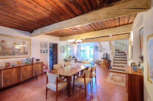 Дом класса люкс на продажу  Ла-Гард-Френе, 200 м², 2 Спальни, 795000€
