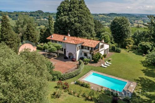 Luxe Huis te koop URRUGNE, 400 m², 6 Slaapkamers, 1490000€