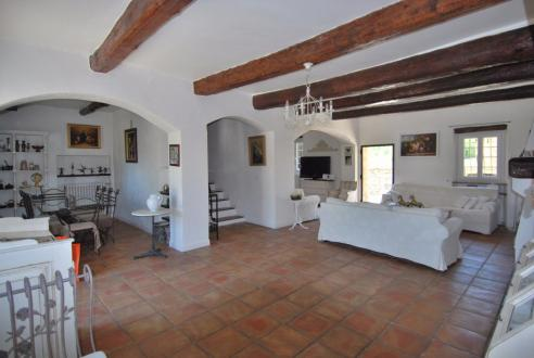 Luxury Property for sale LE BEAUSSET, 320 m², 7 Bedrooms
