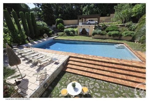 Casa di lusso in affito Nizza, 210 m², 3 Camere, 6500€/mese