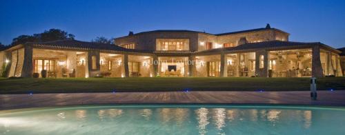 Maison de luxe à louer FREJUS, 1000 m², 5 Chambres,