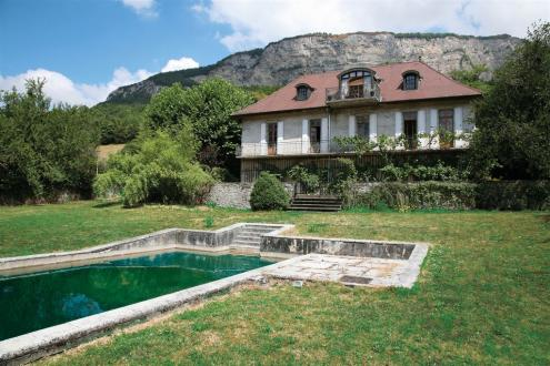 Luxury Castle for sale BONNEVILLE, 460 m², 6 Bedrooms, € 997 000