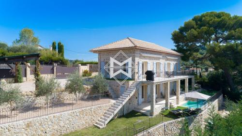 Luxury House for rent MOUGINS, 220 m², 4 Bedrooms