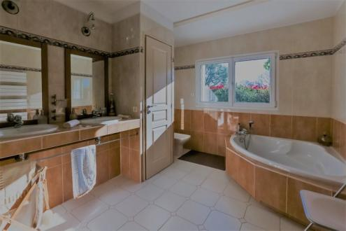 Maison de luxe à louer VILLEFRANQUE, 200 m², 4 Chambres