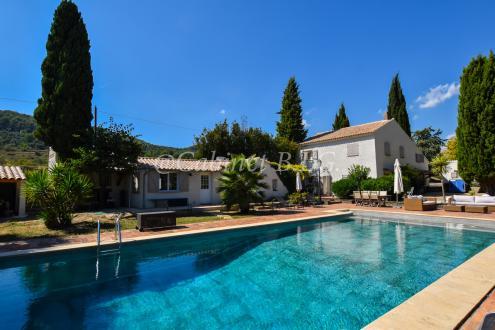 Maison de luxe à vendre LE BEAUSSET, 220 m², 6 Chambres, 1100000€