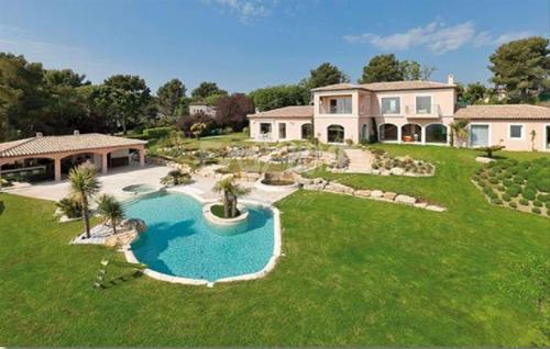 Maison de luxe à louer MOUGINS, 780 m², 6 Chambres