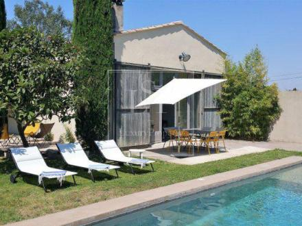 Дом класса люкс в аренду Сен-Реми-Де-Прованс, 200 м², 4 Спальни,