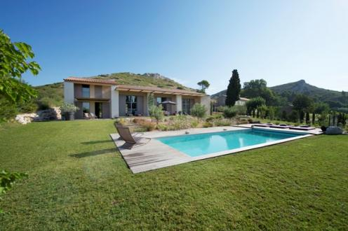 Luxury House for rent MAUSSANE LES ALPILLES, 200 m², 4 Bedrooms