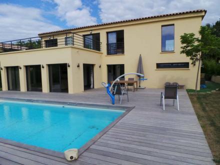 Дом класса люкс в аренду Сен-Тропе, 192 м², 4 Спальни