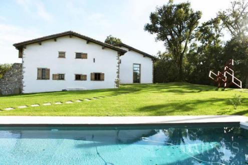 Luxury House for rent URRUGNE, 600 m², 6 Bedrooms,