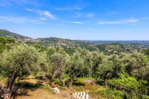 Luxus-Grundstück zu verkaufen GRASSE, 260000€