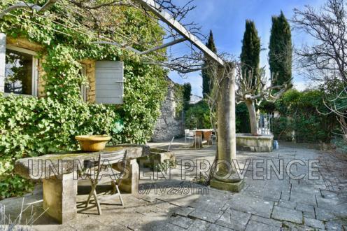 Maison de luxe à vendre GORDES, 200 m², 3 Chambres, 735000€