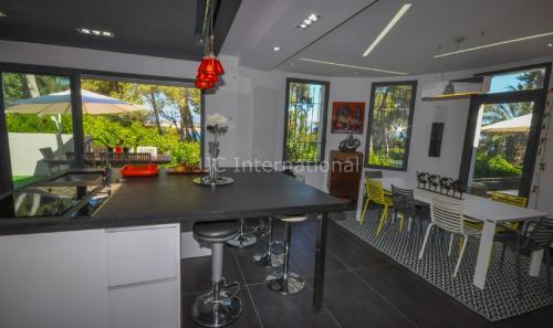 Luxe Huis te huur CAP D'ANTIBES, 180 m², 3 Slaapkamers