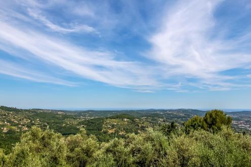 Luxus-Grundstück zu verkaufen GRASSE, 320000€