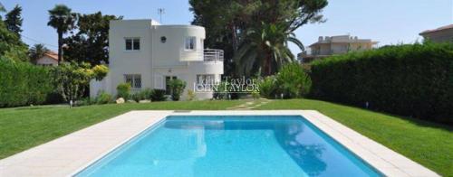 Maison de luxe à louer CAP D'ANTIBES, 180 m², 3 Chambres