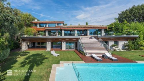 Luxury House for rent MOUGINS, 750 m², 5 Bedrooms,