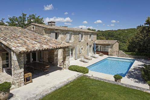 Luxury House for rent GORDES, 260 m², 5 Bedrooms,