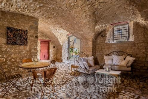 Luxury Villa for sale BANON, 260 m², 2 Bedrooms, €721000