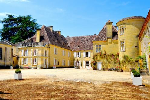 Casa di lusso in affito BOURNIQUEL, 350 m², 5 Camere,
