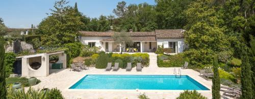 Maison de luxe à louer VALBONNE, 240 m², 4 Chambres