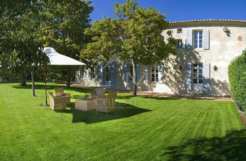 Luxury House for rent SAUMANE DE VAUCLUSE, 400 m², 6 Bedrooms,