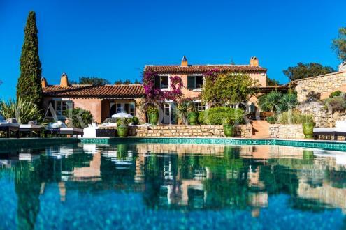 Maison de luxe à louer LA CROIX VALMER, 300 m², 6 Chambres