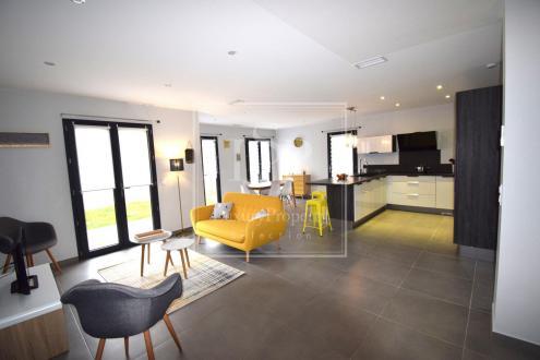 Дом класса люкс в аренду Параду, 120 м², 3 Спальни,