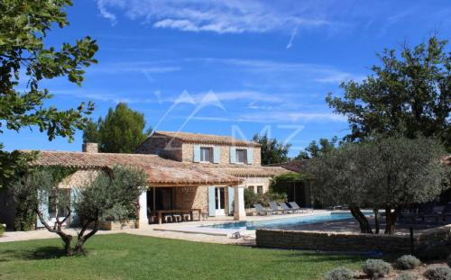 Luxury House for rent GORDES, 350 m², 5 Bedrooms,