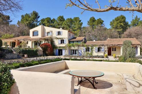 Дом класса люкс на продажу  Экс-Ан-Прованс, 570 м², 11 Спальни, 2650000€
