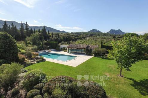 Farm di lusso in vendita EYGALIERES, 332 m², 400 Camere, 2900000€