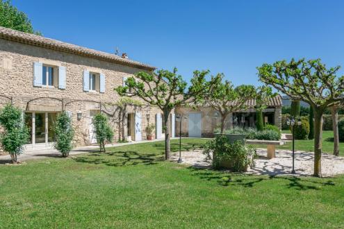 Farm класса люкс на продажу  Л'Иль-Сюр-Ла-Сорг, 244 м², 4 Спальни, 1060000€