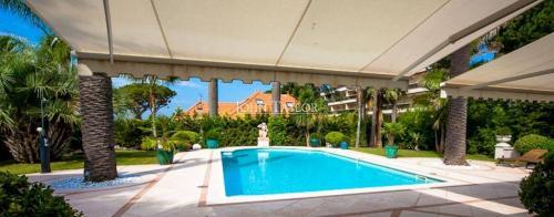Maison de luxe à louer CAP D'ANTIBES, 400 m², 5 Chambres