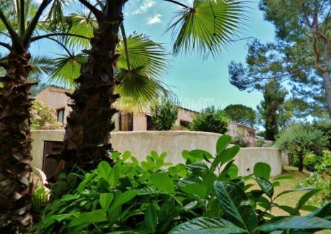 Villa de luxe à vendre GRASSE, 1 Chambres, 585000€