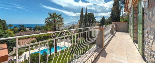 Вилла класса люкс на продажу  Канны, 350 м², 4 Спальни, 4750000€
