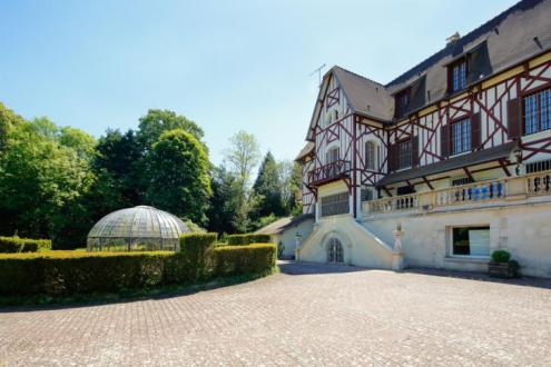 Casa di lusso in vendita PIERREFONDS, 650 m², 9 Camere, 1470000€