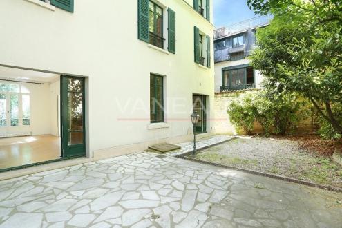 Maison de luxe à louer PARIS 16E, 240 m², 5 Chambres