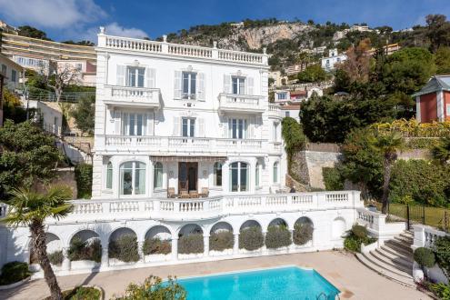 Дом класса люкс в аренду Вильфранш-Сюр-Мер, 330 м², 6 Спальни,