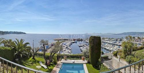 Maison de luxe à louer CAP D'ANTIBES, 260 m², 7 Chambres