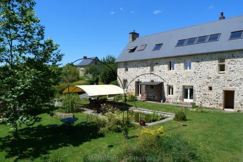 Casa di lusso in vendita COUTANCES, 465 m², 10 Camere