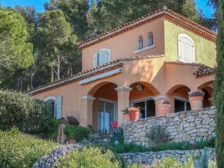 Villa de luxe à vendre SAINT CYR SUR MER, 150 m², 2 Chambres, 1550000€