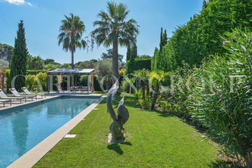 Maison de luxe à louer CAP D'ANTIBES, 280 m², 5 Chambres