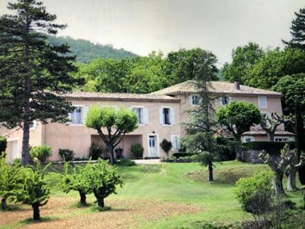 Maison de luxe à vendre BONNIEUX, 647 m², 18 Chambres, 3500000€