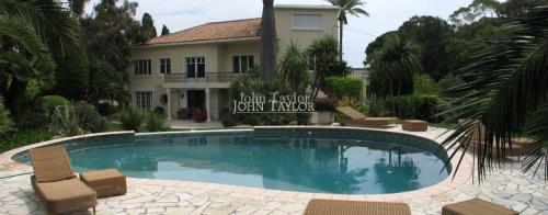 Maison de luxe à louer CAP D'ANTIBES, 300 m², 5 Chambres