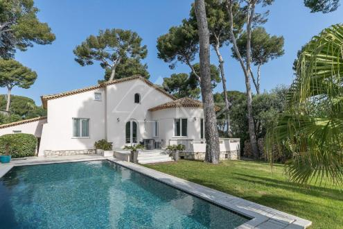 Villa de luxe à vendre CAP D'ANTIBES, 245 m², 6 Chambres