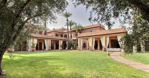 Дом класса люкс на продажу  Марракеш, 850 м², 6 Спальни, 3400000€
